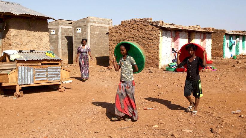 Kinder aus Eritrea spielen in einem Flüchtlingscamp.