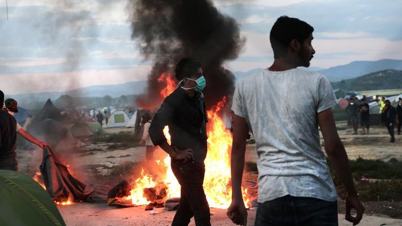 Griechenland: Polizei setzt Tränengas in Idomeni ein