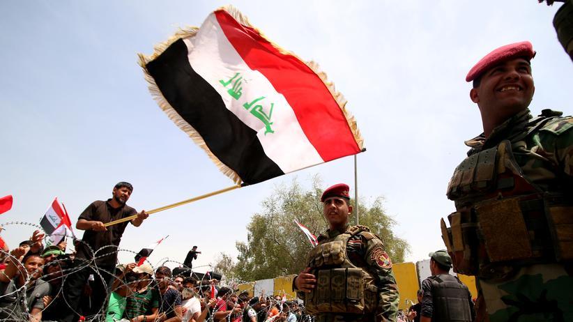 Irak: Anhänger der Bewegung von Muqtada al-Sadr demonstrieren in Bagdad.