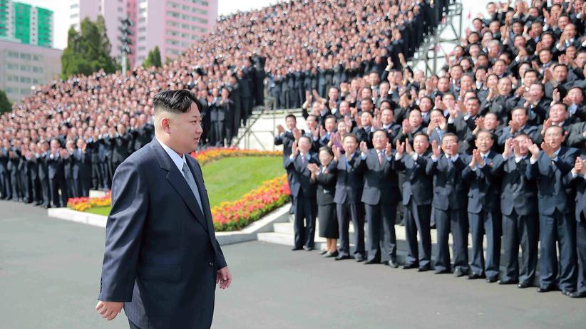 Nordkorea: Parteimitglieder bejubeln den nordkoreanischen Herrscher Kim Jong-Un