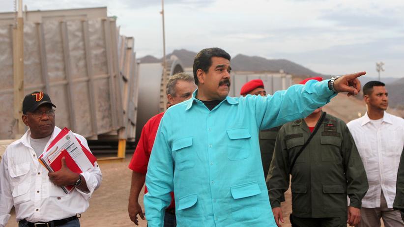 Venezuela: Venezuelas Präsident Nicolás Maduro während einer Inspektion der staatlichen Ölfirma PDVSA Ende April 2016