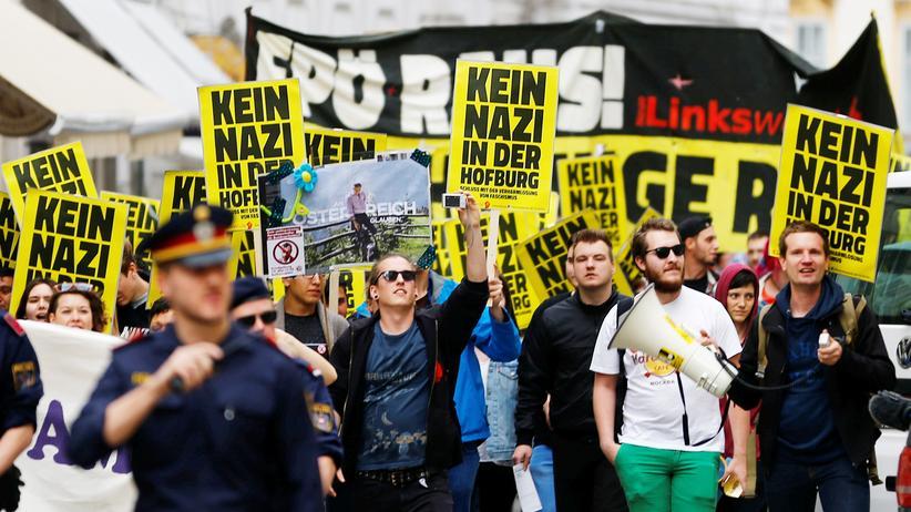 oesterreich-bundespraesidentenwahl-fpoe-nobert-hofer-proteste-hofburg