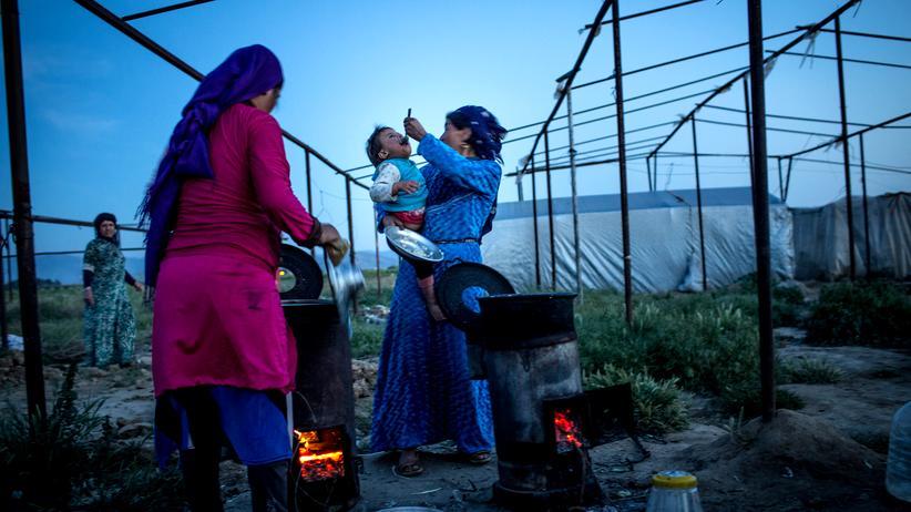 Flüchtlingsdebatte: Ein syrische Flüchtlingsfamilie in einem Zeltcamp in der Nähe von Izmir