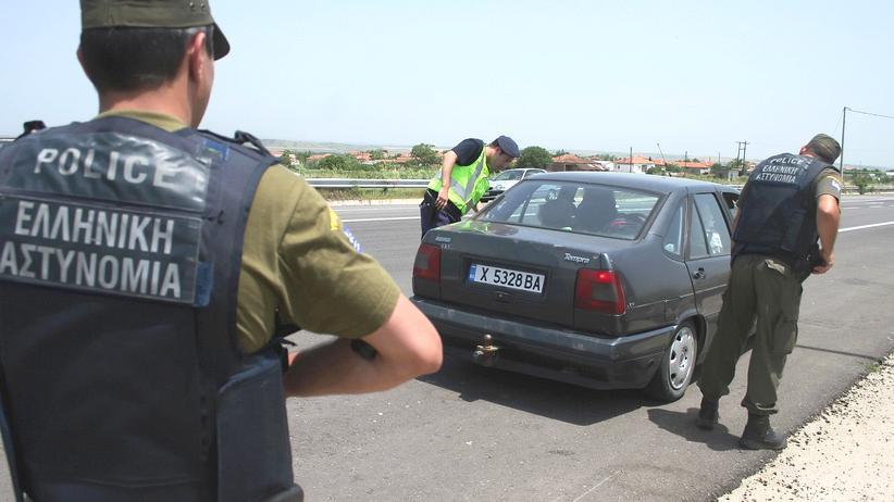 EU: Grenzschützer kontrollieren Fahrzeuge an der griechisch-türkischen Grenze. (Archivbild)