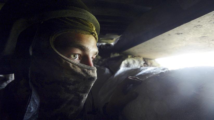 Minsk-Abkommen: Ein Soldat der ukrainischen Armee nahe Donezk