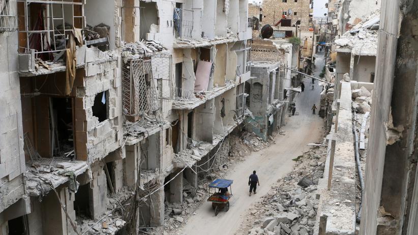 Syrien: Durch Luftangriffe der Assad-Truppen zerstörte Gebäude in der von den Rebellen gehaltenen Altstadt von Aleppo