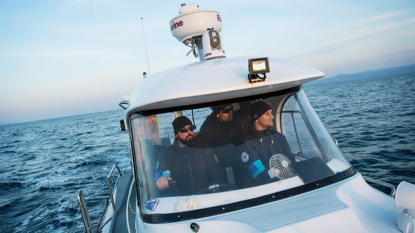 Frontex: Portugiesische Frontex-Mitarbeiter auf der Suche nach Flüchtlingsbooten in der Ägäis
