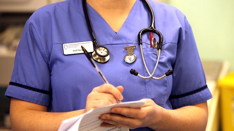 Nigel Farage: Eine Krankenschwester des Gesundheitssystems NHS in Birmingham