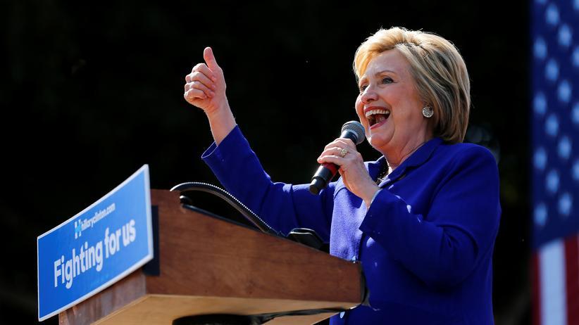 "Hillary Clinton: ""Wir haben heute Nacht Geschichte geschrieben"""