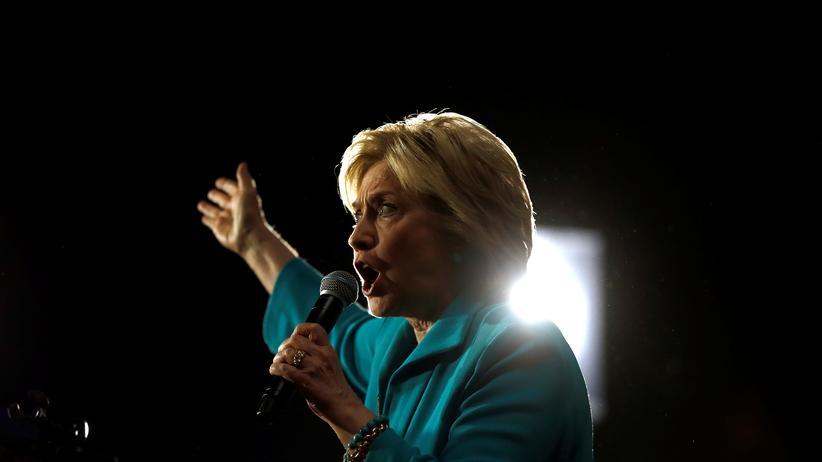 Die demokratische Bewerberin Hillary Clinton wird angriffslustiger.