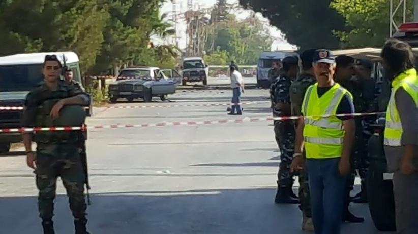 Soldaten der libanesischen Armee sichern den Platz in dem Ort Al-Kaa, in dem das Attentat stattgefunden hat.
