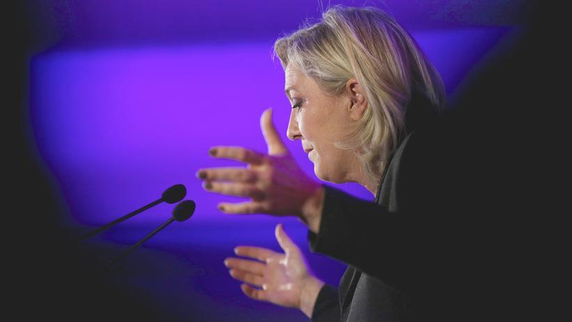 Rechtspopulismus: Marine Le Pen, Vorsitzende des Front National in Frankreich, bei einer Rede im November 2015
