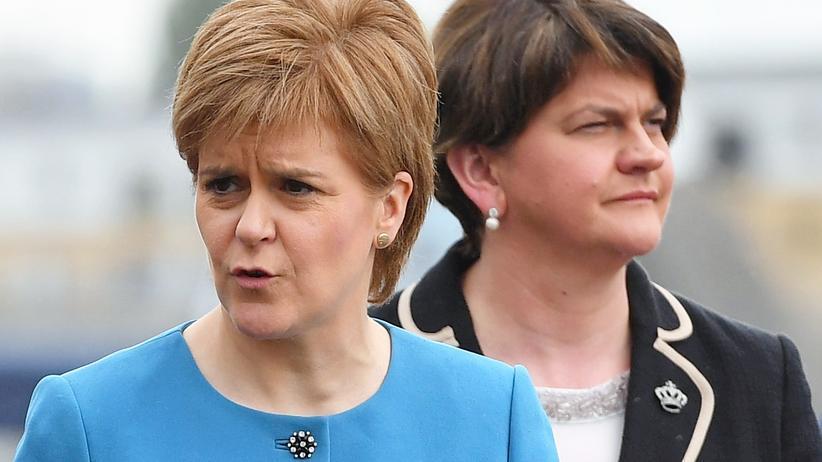 Nicola Sturgeon und Arlene Foster: Britisch bleiben oder gehen?