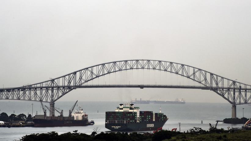 Panamakanal: Die Brücke Puente de las Americás überspannt seit 1962 den Panamakanal nahe Panamastadt an der pazifischen Seite des Kanals.