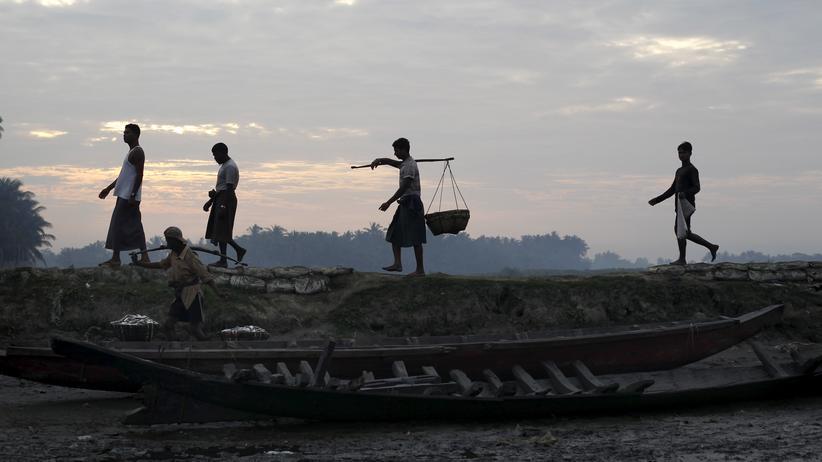 Myanmar: Fischer der Rohingya am Hafen nahe ihres Flüchtlingscamps bei der myanmarischen Stadt Sittwe