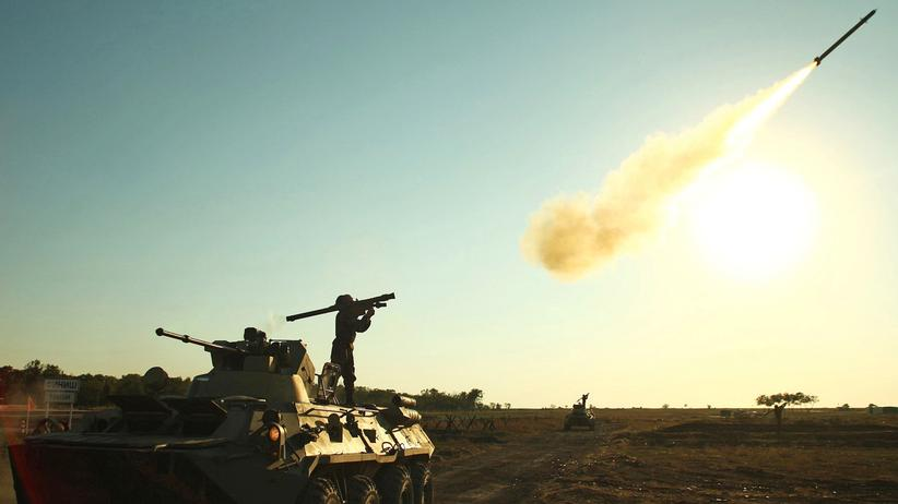 Russland: Soldat im Einsatz bei einer russischen Militär-Show