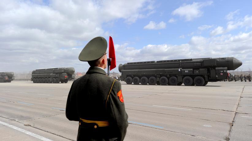 Sipri-Studie: Eine russische Interkontinentalrakete auf einer Militärparade in der Nähe von Moskau