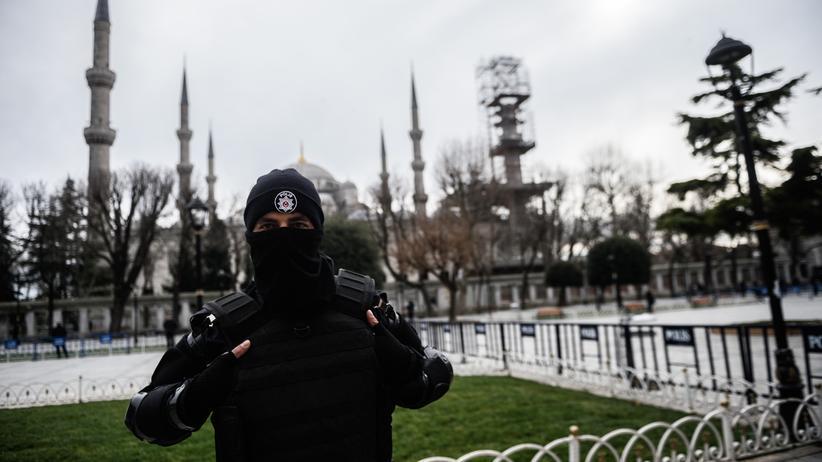 Türkei: Ein türkischer Polizist auf Patrouille in Istanbul