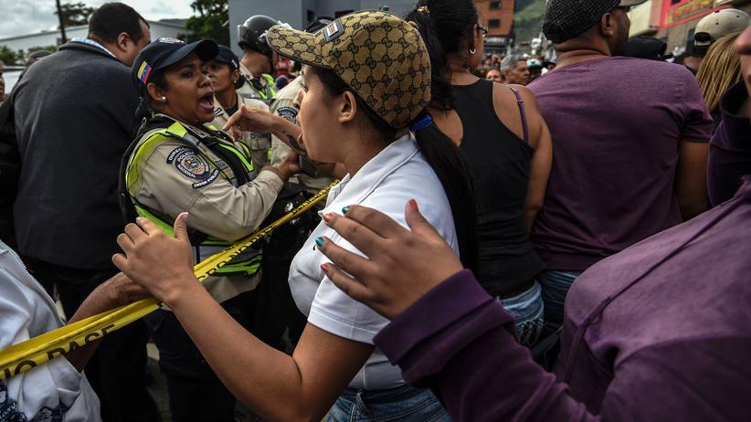 Venezuela: In Caracas protestieren viele Menschen gegen die Regierung.