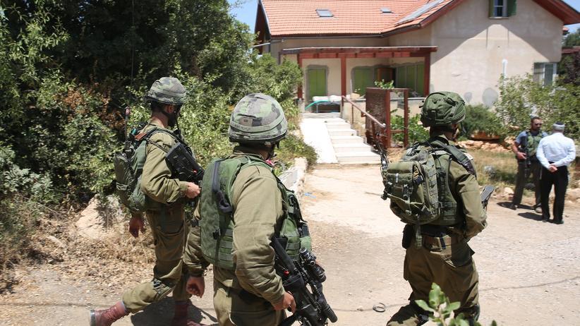 Westjordanland: Israelische Soldaten vor dem Haus, in dem der Angriff passierte