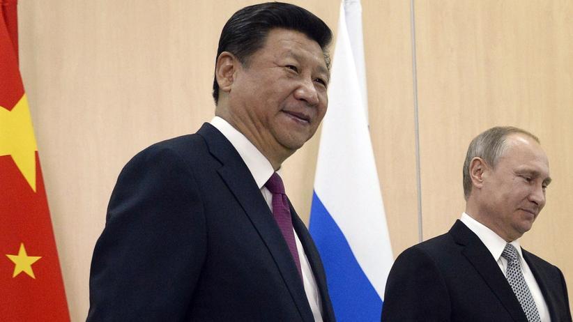 Russland und China: Der russische Präsident Wladimir Putin (r.) und sein chinesischer Amtskollege Xi Jinping beim Brics-Gipfe in Ufa (Archiv)