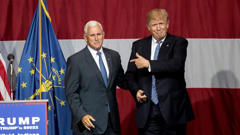 USA: Donald Trump (r.) mit Mike Pence in Indiana