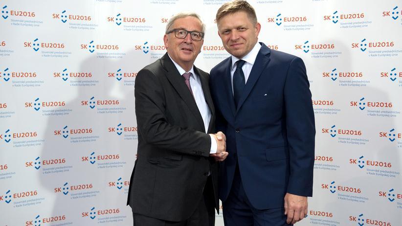Europäische Union: Der Präsident der Europäischen Kommission, Jean-Claude Juncker, und der Ministerpräsident der Slowakei, Robert Fico, in Bratislava