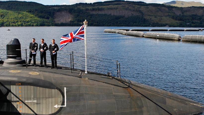 Rüstung: Das Atom-U-Boot HMS Astute im Hafen der Clyde Naval Base bei Glasgow, Schottland (2010)