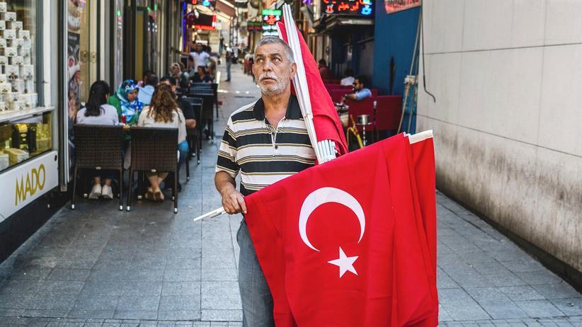 Istanbul nach dem Putsch: Demokratiefestival rot-weiß