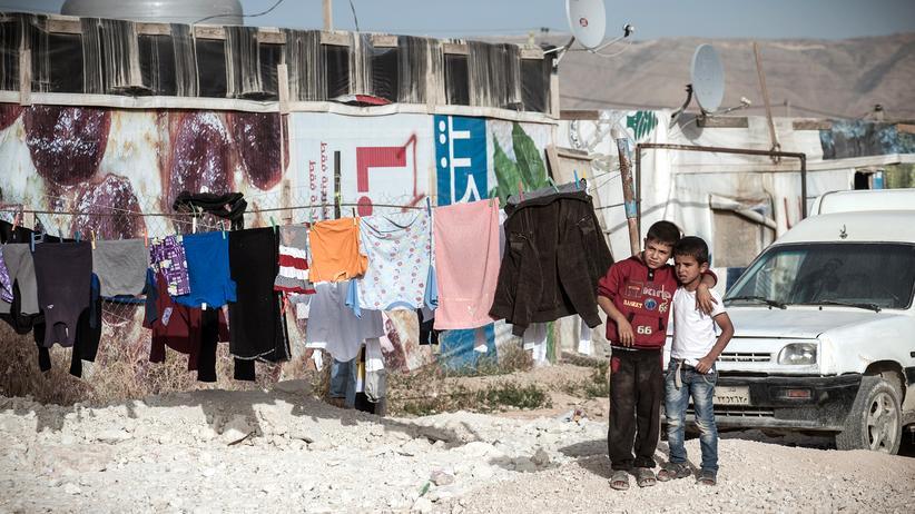 Flüchtlingskinder: Syrische Kinder im informellen Flüchtlingscamp bei Saadnayel im Libanon