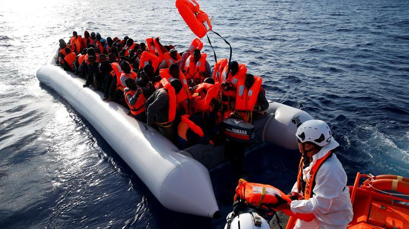Mittelmeer: Ein Rettungseinsatz der Hilfsorganisation Moas im Mittelmeer (Archivbild)