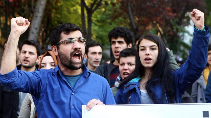 Wissenschaftler in der Türkei: Türkische Studenten protestieren gegen die Bildungspolitik der türkischen Regierung in Ankara (Archivbild).