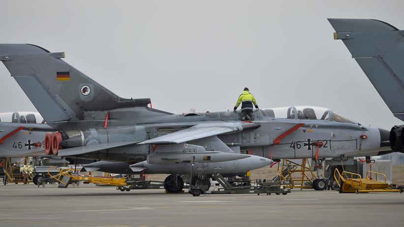 Ein deutscher Tornado auf der Luftwaffenbasis Incirlik