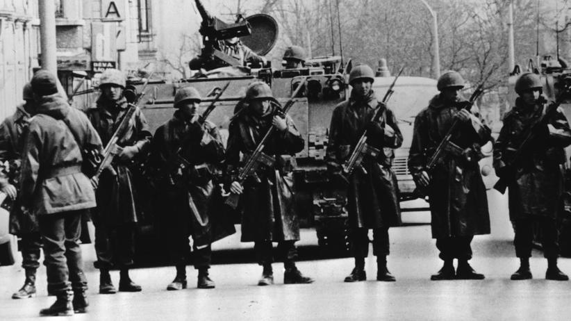 Militärputsch: September 1980:Türkische Truppen blockieren eine Hauptstraße in Ankara während des Coups unter General Kenan Evren.
