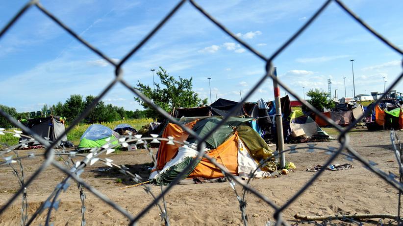 Balkanroute: Flüchtlinge vor der ungarischen Grenze. (Archivbild)