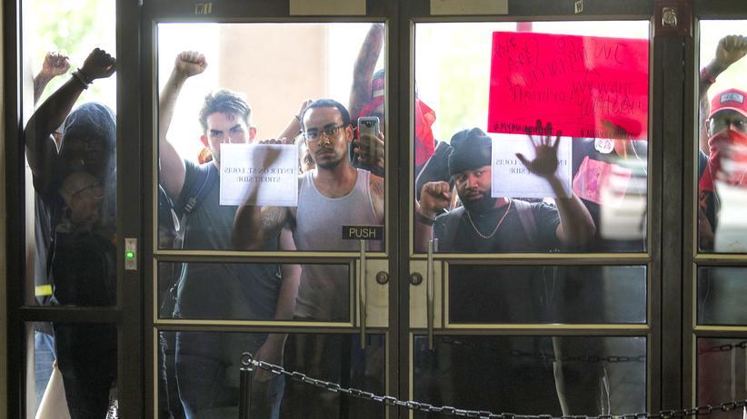 Polizeigewalt gegen Schwarze entzweit die USA.