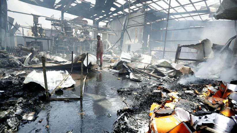 Sanaa: ei einem Luftangriff durch Saudi-Arabien zerstört: eine Lebensmittelfabrik in Sanaa, Jemen.
