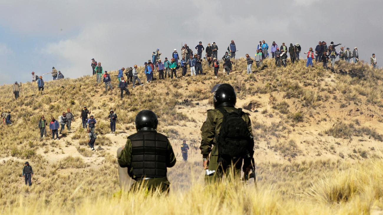 bolivien polizei setzt tr nengas gegen protestierende bergarbeiter ein zeit online. Black Bedroom Furniture Sets. Home Design Ideas