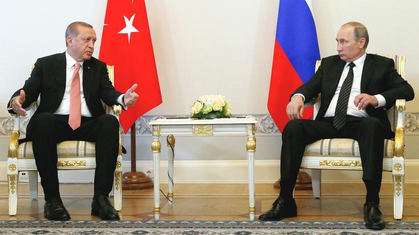 St. Petersburg: Der türkische Präsident Recep Tayyip Erdoğan zu Besuch bei seinem russischen Amtskollegen Wladimir Putin.