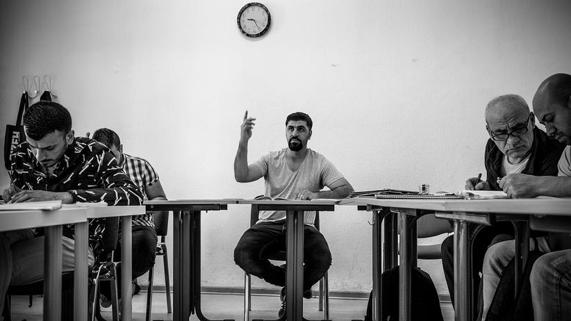 fluechtlinge-integration-probleme-syrien-balkanroute-berlin-asyl-deutsch