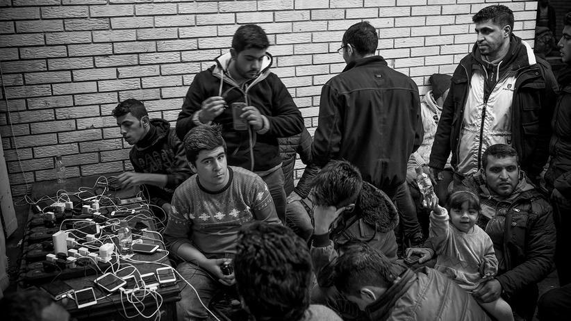 fluechtlinge-integration-probleme-syrien-balkanroute-berlin-asyl-sid-mobiles