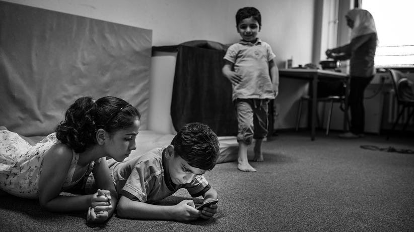 fluechtlinge-integration-probleme-syrien-balkanroute-berlin-asyl-spiel