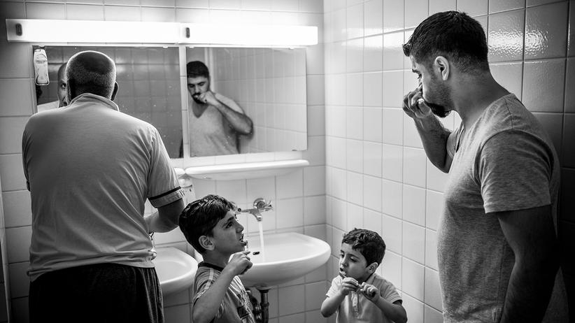 fluechtlinge-integration-probleme-syrien-balkanroute-berlin-asyl-zaehne