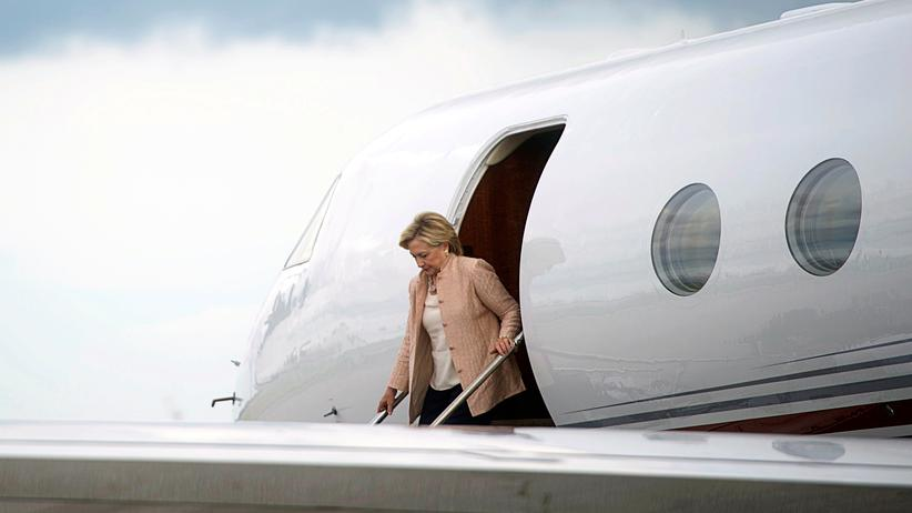hillary-clinton-e-mails-leaks-stiftung-flugzeug