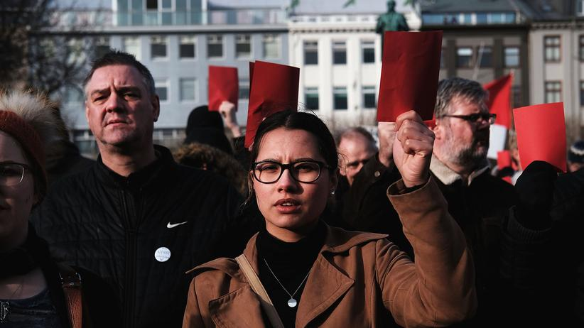 Island: Im April demonstrierten Hunderte Isländer wegen der Panama-Enthüllungen