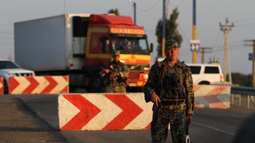 Ukraine-Konflikt: Ein ukrainischer Soldat in der Grenzregion zur Krim