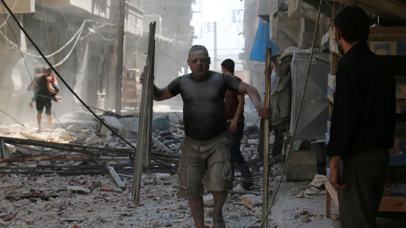 Syrien: Bewohner nach einem Angriff auf die Stadt Aleppo