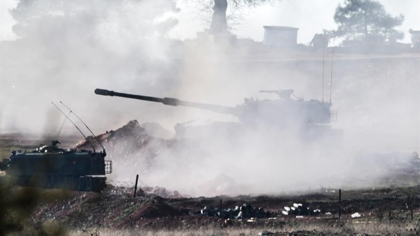 Syrien: Panzer in Grenznähe: Das türkische Militär schießt in Richtung Syrien.