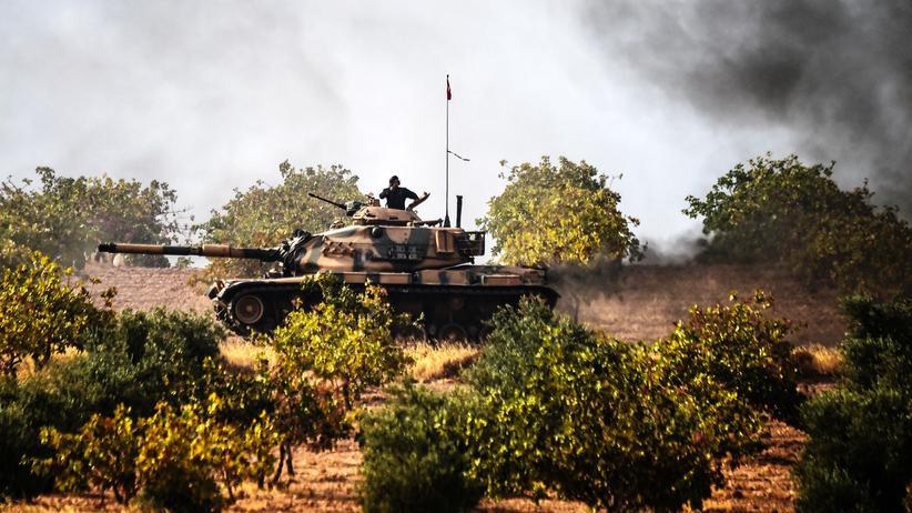 Offensive Schutzschild Euphrat: Türkischer Panzer an der Grenze zu Syrien