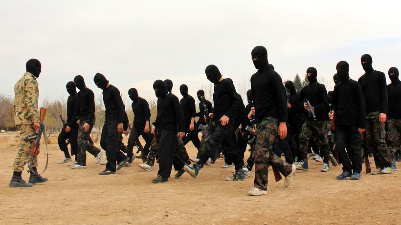 Islamischer Staat: Islamistische Kämpfer in einem Ausbildungscamp in der  Nähe von Damaskus